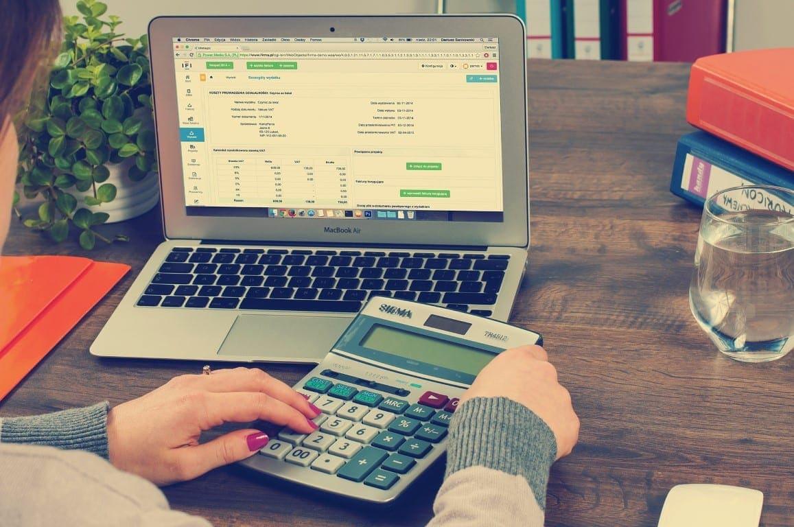 bookkeeping-615384_1920 (Medium)